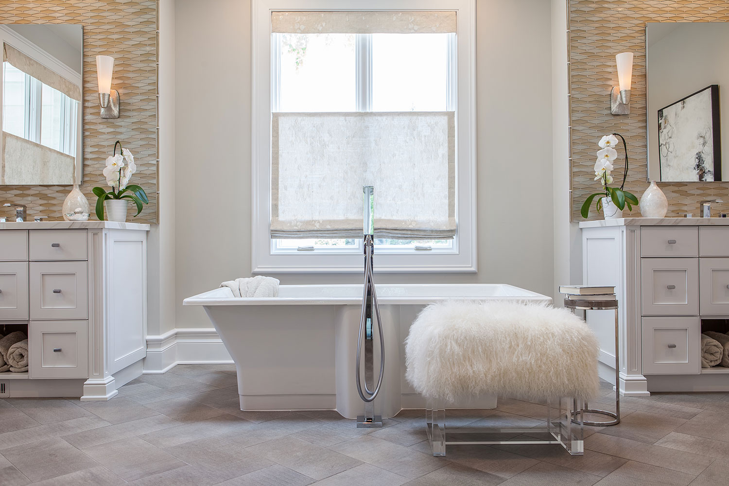 large soaking tub with faux fur bench
