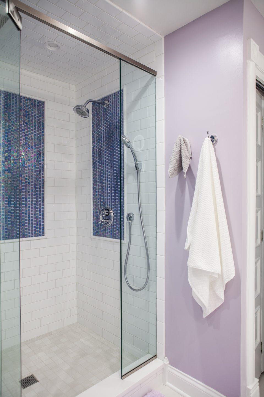 Art-Inspired Shower Backsplash