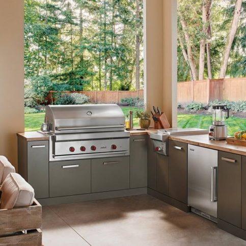 outdoor kitchen with subzero wolf appliances