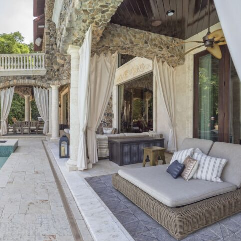 luxurious outdoor rug in seating area by the pool